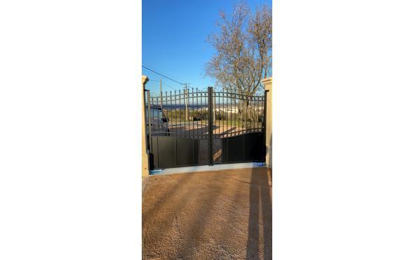 Portail + portillon dans le Rhône