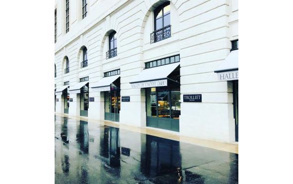 Stores bannettes aux Halles de l'Hôtel Dieu